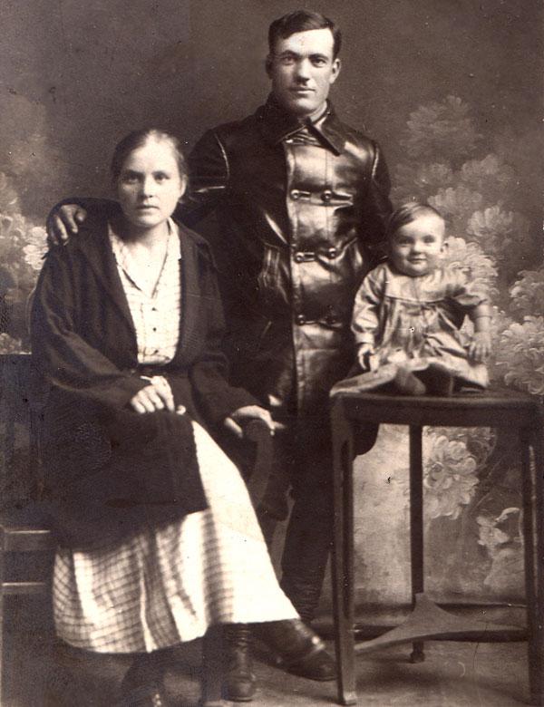 Супруги Заболотневы с сыном Владимиром