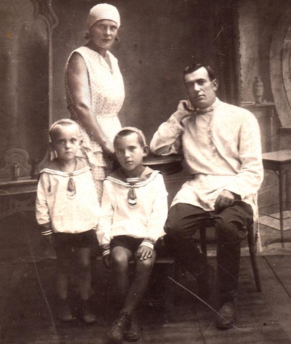 Супруги Заболотневы с сыновьями