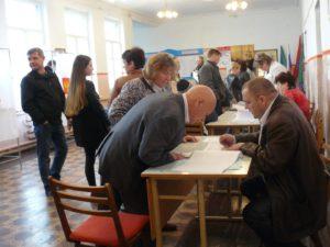 С самого утра ИУ 03-05 (улица Краснознаменная, Апшеронск) активно посещяют избиратели.