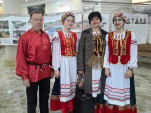 Коллектив детской музыкальной школы Апшеронска перед выступлением на избирательном участке