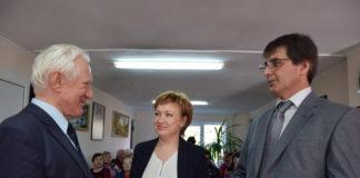 Юрий Третьяк (на снимке слева) беседует с Оксаной Пристегиной и Арсланом Давлятовым.