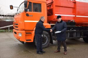 Сергей Иващенко вручает ключи