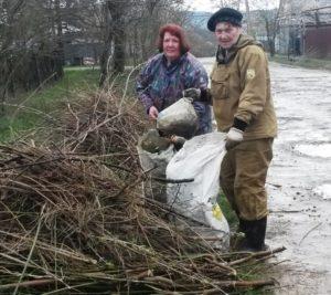 Акция по очистке территорий Хадыженска от накопившегося за зиму мусора
